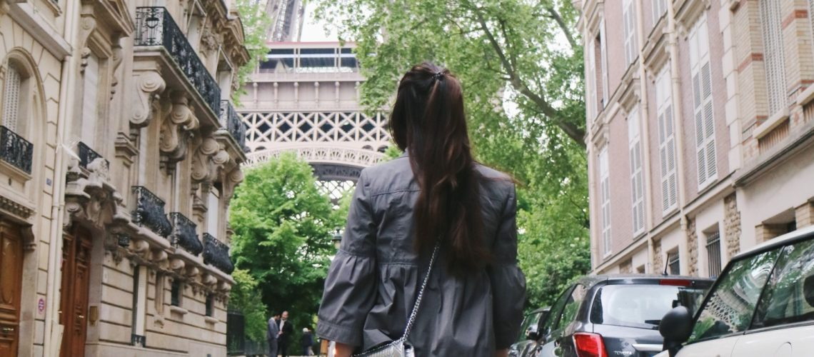 Casual Chic in Paris Outfit - Eiffel Tower | Ly Mademoiselle